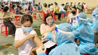 Tiêm vaccine Covid-19 tại phường Bến Thành, quận 1, TPHCM vào chiều 25-9. Ảnh: CAO THĂNG