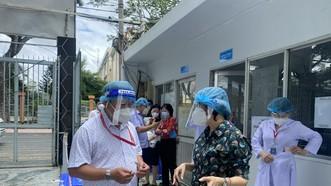 Chủ tịch Ủy ban MTTQ Việt Nam TPHCM Tô Thị Bích Châu chủ trì cuộc làm việc với Ban Chỉ đạo Phòng, chống dịch Covid-19 quận Phú Nhuận