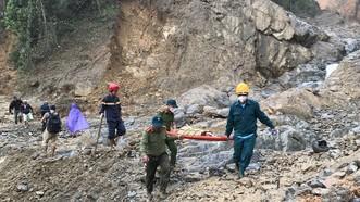 Huyện Nam Trà My (tỉnh Quảng Nam) là một địa phương chịu ảnh hưởng nặng nề của thiên tai với hơn 50 người chết và mất tích, hàng trăm ngôi nhà bị phá hủy. Ảnh: NGUYỄN CƯỜNG