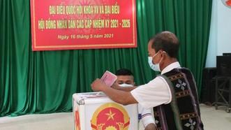 Già Zơrâm Plênh bỏ phiếu bầu sau khi chọn được đại biểu Quốc hội và HĐND các cấp mà mình tin tưởng