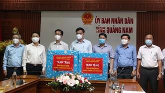 TPHCM trao tặng trang thiết bị phòng chống dịch cho tỉnh Quảng Nam