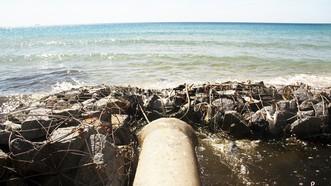 Xuất hiện cống xả nước thải đen ngòm ra bãi biển Bình Định