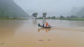 Tìm kiếm nạn nhân mất tích ở xã Trường Sơn, huyện Quảng Ninh, tỉnh Quảng Bình. Ảnh: MINH PHONG