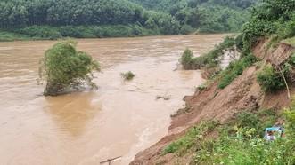Sạt lở dọc sông Gianh