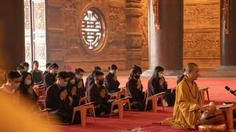 Đến chùa trong dịp Tết Tân Sửu phải đeo khẩu trang