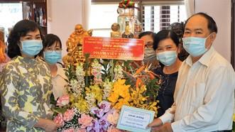 Phó Chủ tịch UBND TPHCM Phan Thị Thắng thăm thầy thuốc lão thành