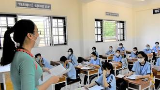 2 trường đầu tiên của TPHCM mở cửa trở lại: Học sinh nô nức tựu trường