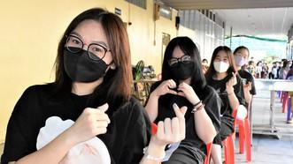 Học sinh phấn khởi vì được tiêm vaccine Covid-19