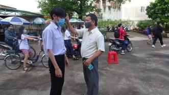Trường học tổ chức các biện pháp phòng chống dịch bệnh trong thời gian tổ chức ôn tập cho học sinh khối 9 và 12