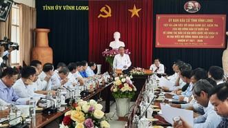 Phó Thủ tướng Thường trực Trương Hòa Bình kiểm tra công tác bầu cử tại Vĩnh Long