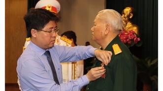 Trao tặng và truy tặng Huân chương chiến công cho 92 đồng chí