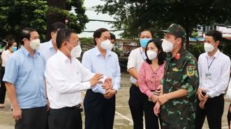 Trưởng Ban Dân vận Thành ủy TPHCM Nguyễn Hữu Hiệp thăm, động viên lực lượng tuyến đầu chống dịch tại quận Gò Vấp
