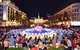 阮惠步行街晚上吸引廣大民眾來遊玩。(圖源:越勇)