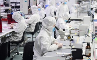 有生產商運用消毒物料,製作適合個人、可以重用的防疫裝備,應付各種傳染病。