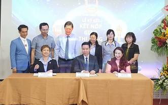第五、六與十一郡商會代表簽署合作協議。