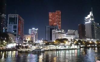 西貢河畔夜景。