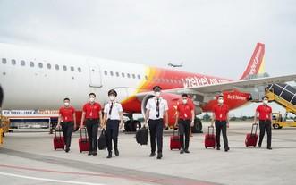 越捷航空的乘務員準備出發。