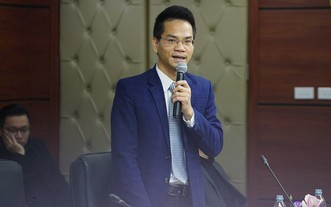 越南娛樂與電子體育協會秘書長杜越雄在發佈會上發表講話。(圖源:互聯網)