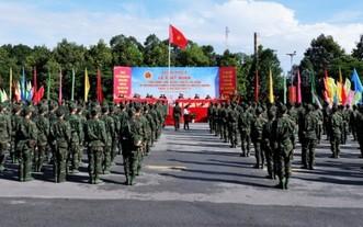 第九軍區幹部及醫護人員馳援本市抗疫出發儀式。(圖源:VOV)