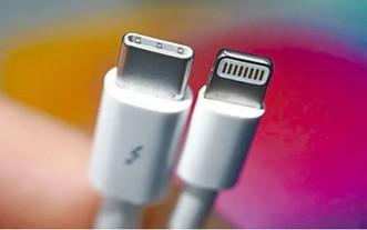 USB-C(左)與Lightning介面。(圖源:互聯網)
