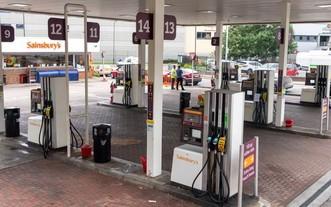 9月25日在英國倫敦拍攝的一家停業的加油站。(圖源:新華社)