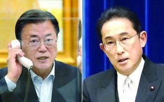 韓總統文在寅(左)與日本新任首相岸田文雄通話。(圖源:互聯網)