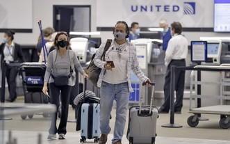 白宮宣佈11月8日起將鬆綁旅遊限令,允許完全接種疫苗的國際旅客入境。(圖源:AP)