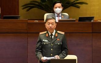 公安部長蘇霖大將在會議上發言。(圖源: 國會辦公廳)