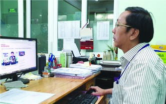 劉成源老師喜愛閱讀華文電子報。