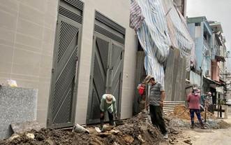 第五郡第四坊陳平仲街281號小巷裡的3項民房工程經多個月 因疫情而暫停施工,如今已紛紛復工。