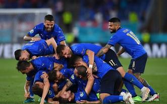 藍衣軍團慶祝進球。(圖源:互聯網)