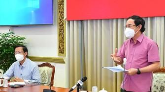 Bí thư Thành ủy TPHCM Nguyễn Văn Nên phát biểu trong buổi gặp gỡ các chuyên gia. Ảnh: VIỆT DŨNG