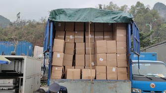 Lô găng tay đã qua sử dụng nhập về Việt Nam của Công ty TNHH Ngọc Diệp. Ảnh do Tổng cục Hải quan cung cấp