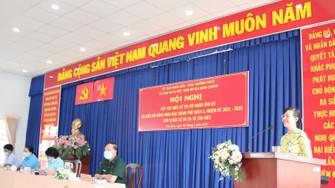Tổ ứng viên ĐB HĐND TPHCM gồm 3 ứng viên nữ tiếp xúc cử tri  vận động bầu cử tại huyện Bình Chánh. Ảnh: MAI HOA