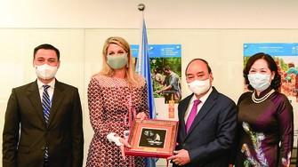 Chủ tịch nước Nguyễn Xuân Phúc gặp Hoàng hậu Hà Lan Maxima. Ảnh: TTXVN
