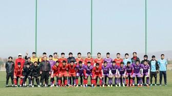 HLV Park Hang-seo chia thành hai đội hình với trang phục áo đỏ và áo tím