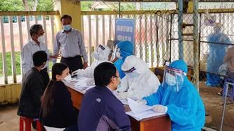 Ngành y tế tỉnh Quảng Nam đã tăng cường cán bộ hỗ trợ huyện Nam Trà My phòng chống dịch. Ảnh: CTV