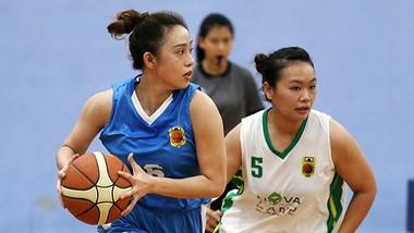 Đội tuyển bóng rổ nữ TPHCM (phải) giành ngôi vô địch quốc gia.