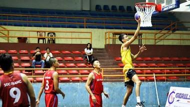 Đội nam Sóc Trăng 1 (áo vàng) thắng TPHCM 1 trong trận chung kết. Ảnh: VBF