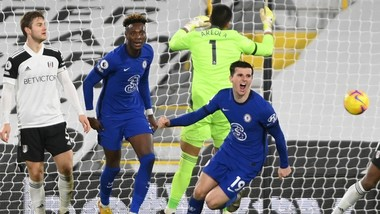 Mason Mount mừng với pha ghi bán quý giá cho Chelsea. Ảnh: Getty Images