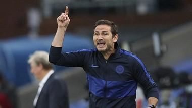 Frank Lampard thúc giục cầu thủ hóa chiến binh để giúp đội vượt qua khó khăn. Ảnh: Getty Images