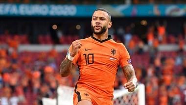 Memphis Depay ghi bàn cho tuyển Hà Lan tại Euro 2020. Ảnh: Getty Images