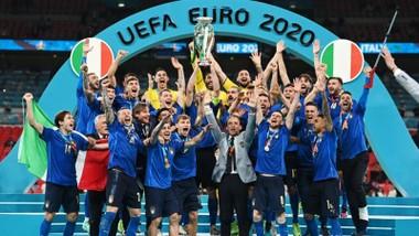 Tuyển Italy trở lại ngôi số 1 châu Âu sau 53 năm.