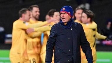 Jose Mourinho thất vọng trước màn ăn mừng của cầu thủ chủ nhà.