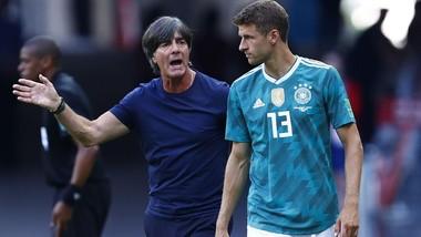 HLV Joachim Loew và Thomas Muller ở tuyển Đức