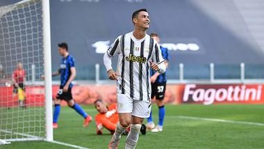 Ronaldo ăn mừng bàn thắng