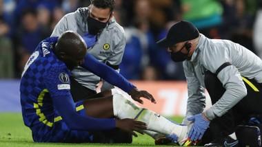 Romelu Lukaku đã na72m bên rìa sân khá lâu trước khi rời trận đấu sớm