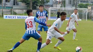 An Giang (áo trắng) chọn sân Kiên Giang làm sân nhà ở mùa bóng 2021. Ảnh: PVF