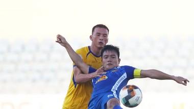 Đinh Thanh Trung và các đồng đội hướng mục tiêu thăng hạng V-League 2022. Ảnh: Viết Định