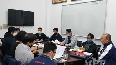 HLV Park Hang-seo cùng các cộng sự tại buổi họp.